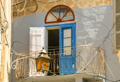 A not so typical Maltese old balcony, but I like the mix of architecture.