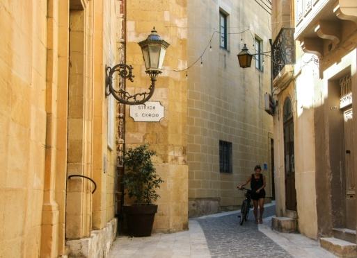 The streets are narrow and many, making it easy to get lost if you walk away from the tourist area. Which you should...