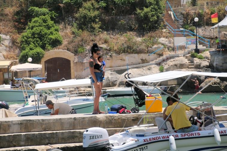 För många är det båtliv som gäller och det finns båtar att hyra.