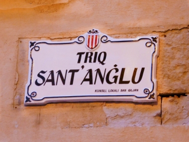 Street name in Maltese.